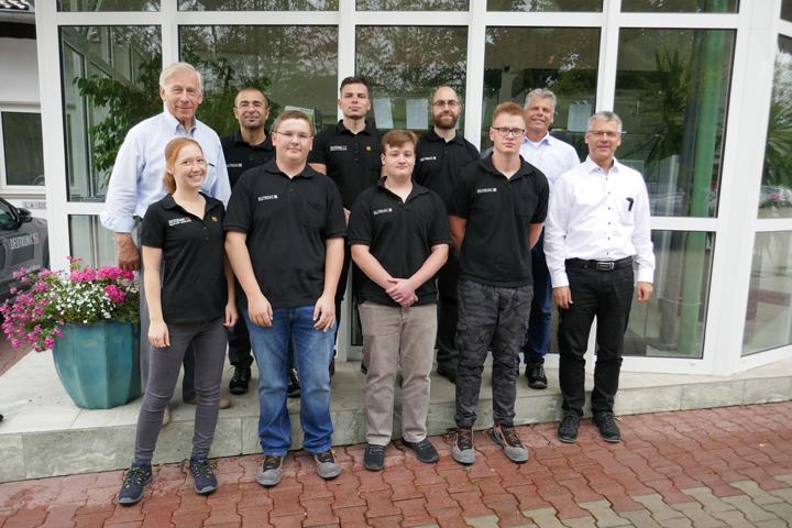 Die Deutronic Elektronik GmbH begrüßt ihre neuen Berufsstarter